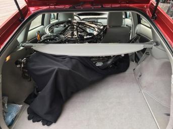 Im Kofferraum des Prius (Urheber-ID 986011)