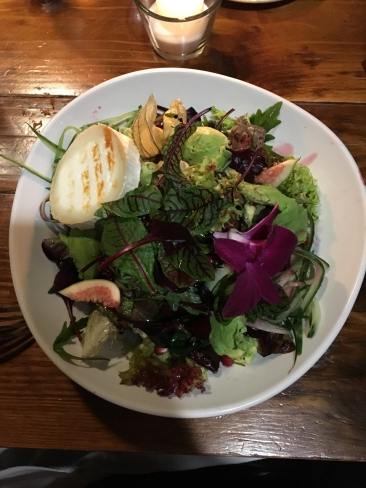 salad with baked goat cheese, avocado and raspberry dressing (26 zt)