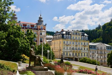 Links im Bild ist das Health Spa Resort Hvězda, in der Mitte sieht man das Hvězda Imperial und rechts im Hintergrund das Maria Spa Courtyard. Alle drei Hotels haben 4*