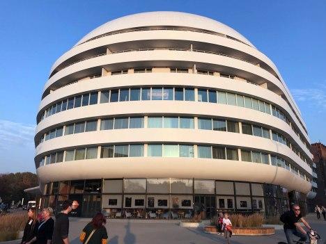 Das OVO Gebäude, in dem sich Empire Apart in Breslau befindet