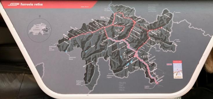 Reiseroutenplan im Wagon der Räthischen Eisenbahn