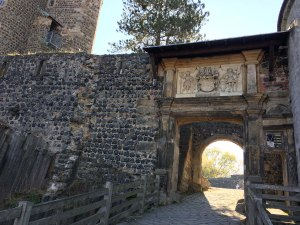 Durchgang zum zweiten Innenhof des Burggeländes