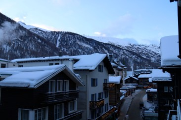 Blick aus dem Hotel Pollux in Richtung Zermatt Bahnhof