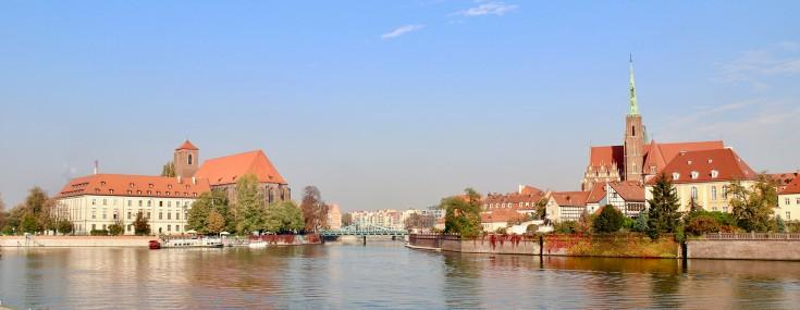 Blick über die Oder auf die Sandkirche (links), die Dombrücke, die Kreuzkirche und das forstbischöfliche Domizil