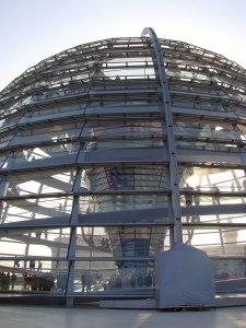 Glaskuppel auf dem Parlamentsgebäude in Berlin