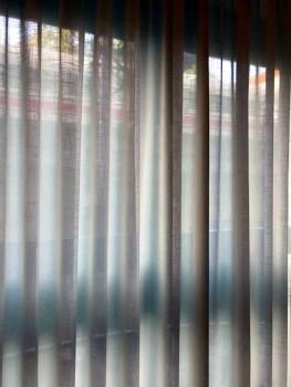 Blick aus dem Fenster im Zimmer 102 im NH Hotel Kurfürstendamm, Berlin auf die Gleise der S-Bahn