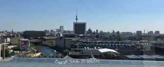 Blick auf das ARD Hauptstadtstudio, dahinter das BPA, der Berliner Dom und der Funkturm