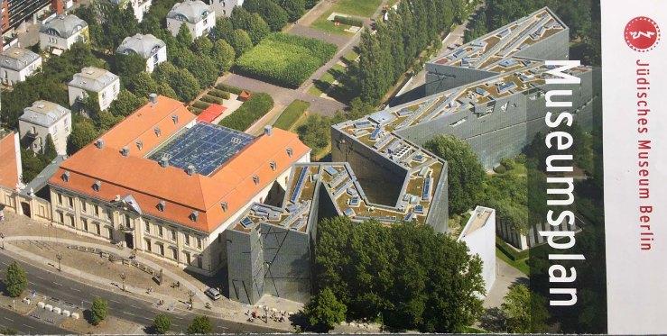 Links der eigentliche, alte Museumsbau und rechts das neue Ausstellungsgebäude von David Libeskind